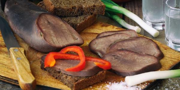 Язык с черным хлебом